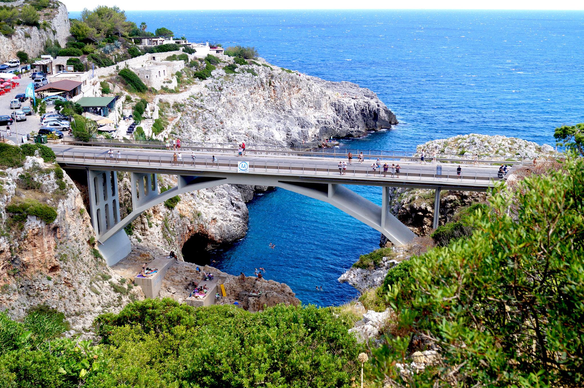 Località Ciolo: il ponte, la cala e le grotte